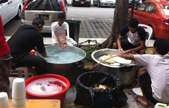amirul wash dishes - nurul huda's wedding
